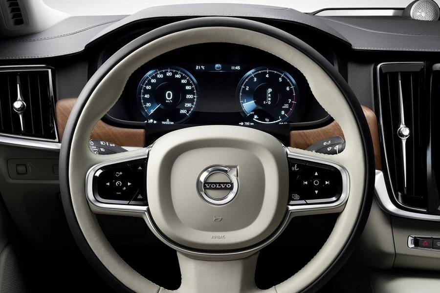 Volvo-S90-2017-steering-wheel